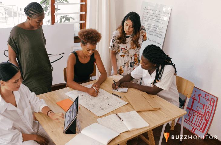 Mulheres ainda são minoria nas imagens de publicações sobre empreendedorismo em redes sociais